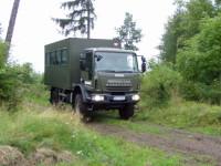 Vojenský speciál pro přepravu osob v terénu